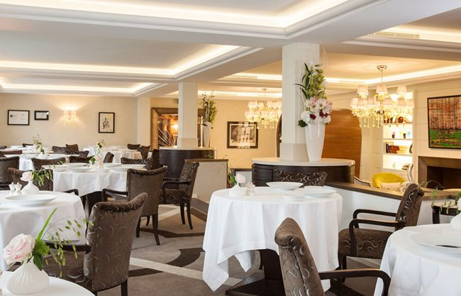 Beau Rivage restaurant-chat-botte